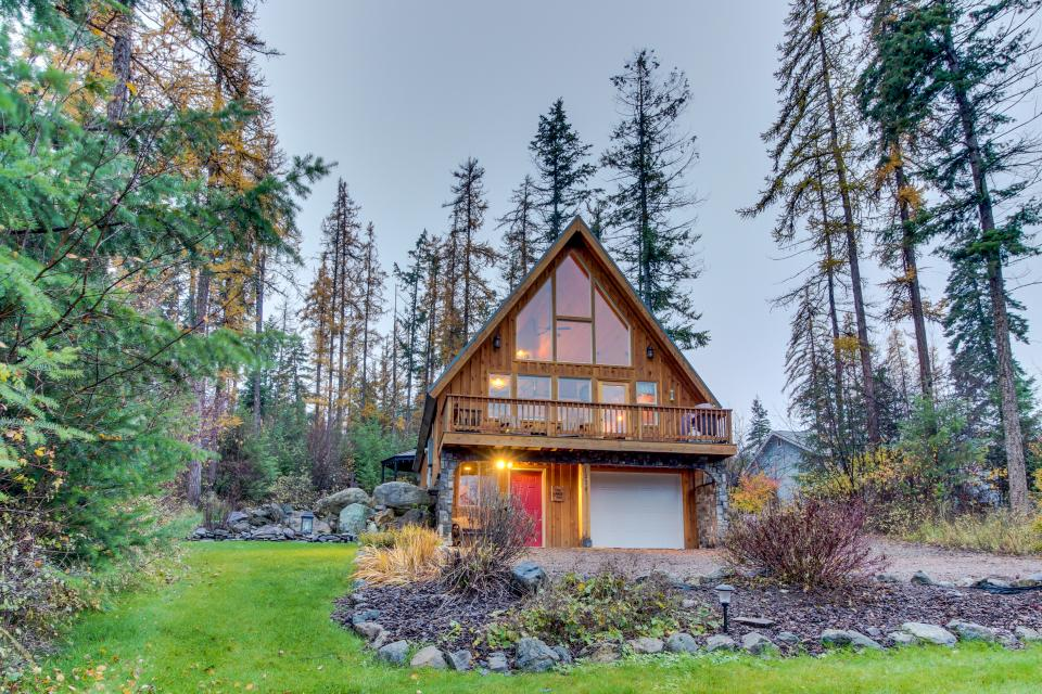 Blacktail Pines - Lakeside Vacation Rental