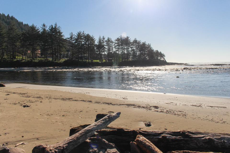 Hidden Luxury Beachfront Estate - Yachats Vacation Rental - Photo 5