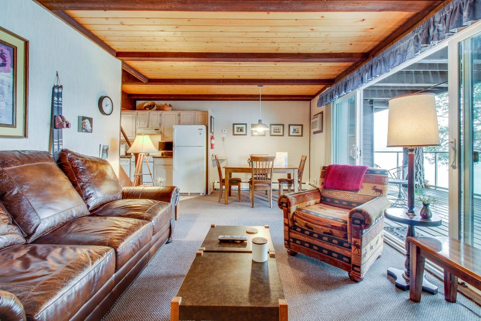 Bay Point Lakefront 3C Down - Whitefish Vacation Rental