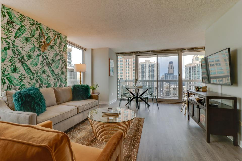 Second City Suite - Chicago - Take a Virtual Tour