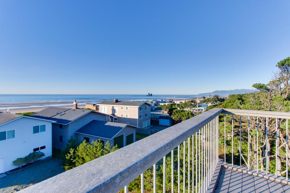 Grey Haven - Rockaway Beach Vacation Rental - Photo 32