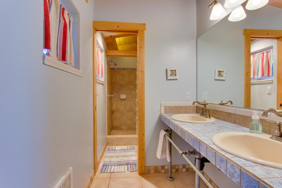 Grey Haven - Rockaway Beach Vacation Rental - Photo 14