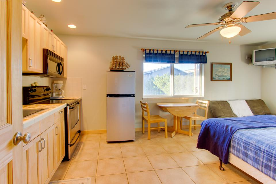 Grey Haven - Rockaway Beach Vacation Rental - Photo 24