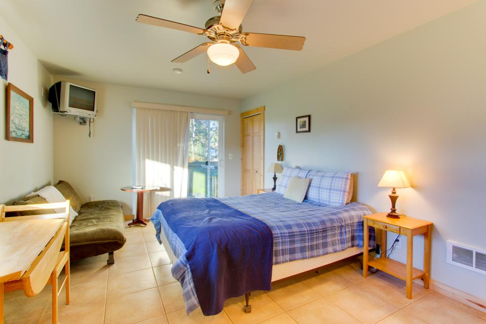Grey Haven - Rockaway Beach Vacation Rental - Photo 26