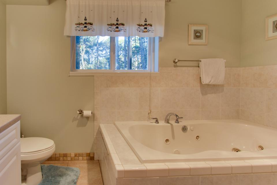 Grey Haven - Rockaway Beach Vacation Rental - Photo 29