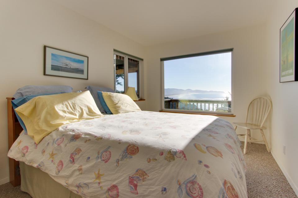 Sky Beach Cabin #2 - Oceanside Vacation Rental - Photo 9
