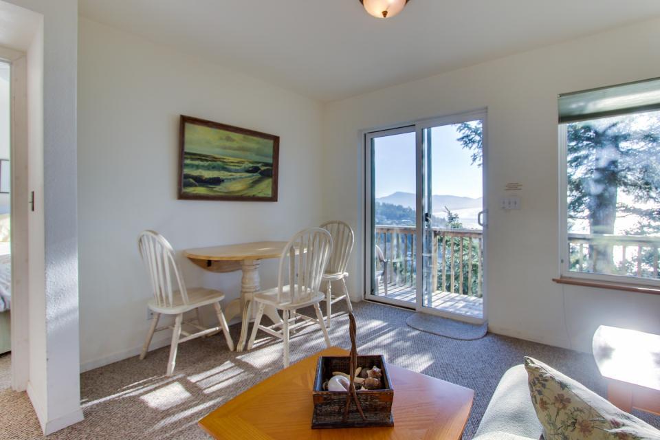 Sky Beach Cabin #2 - Oceanside Vacation Rental - Photo 6