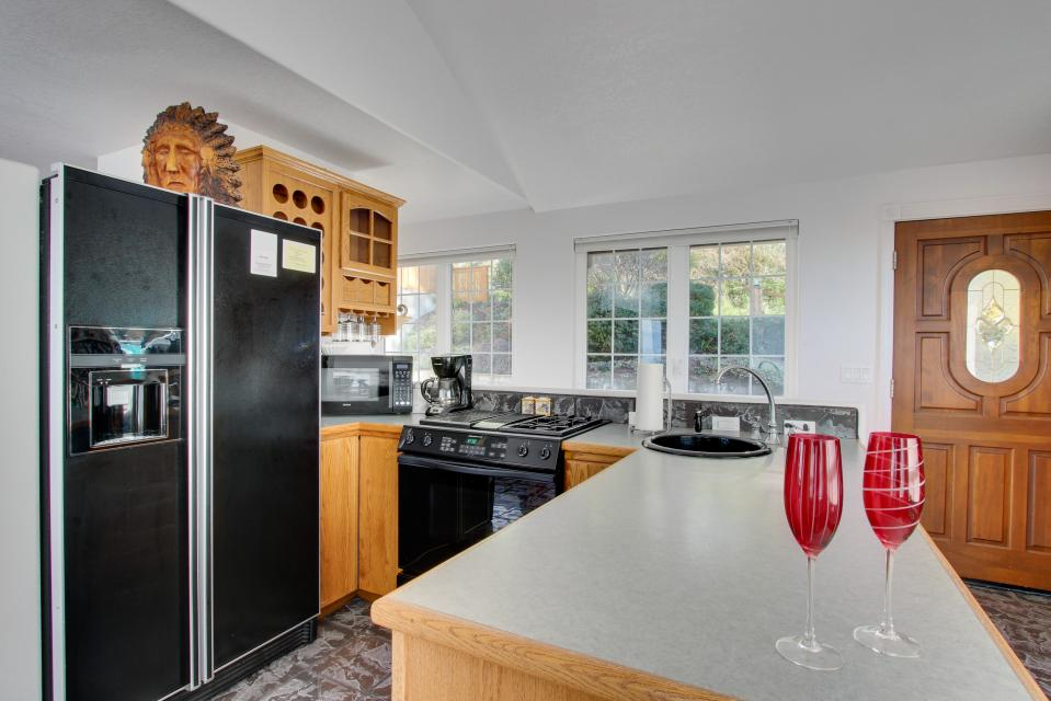 Neptune's Lookout - Lincoln City Vacation Rental - Photo 11