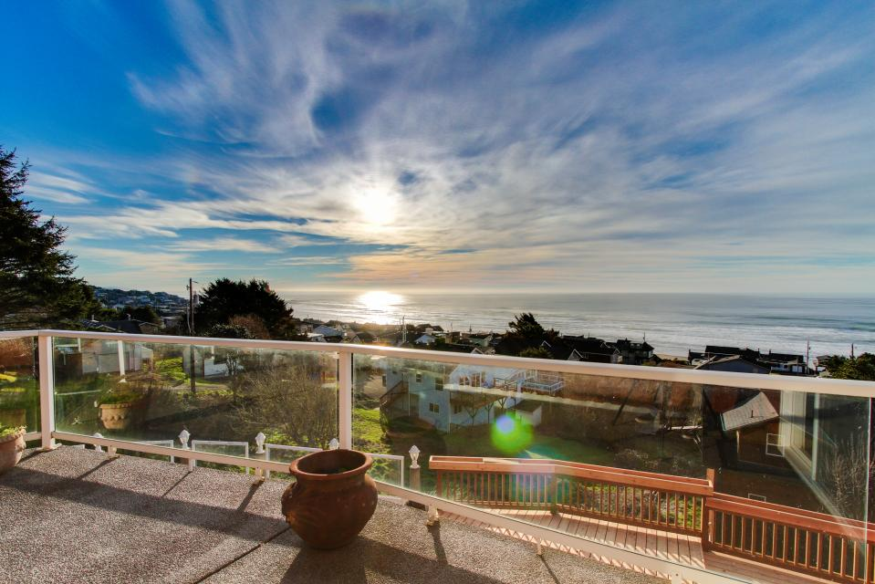 Neptune's Lookout - Lincoln City Vacation Rental - Photo 3