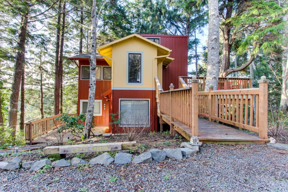 Cannon beach tree house 1 bd vacation rental in cannon for Beach house rentals cannon beach