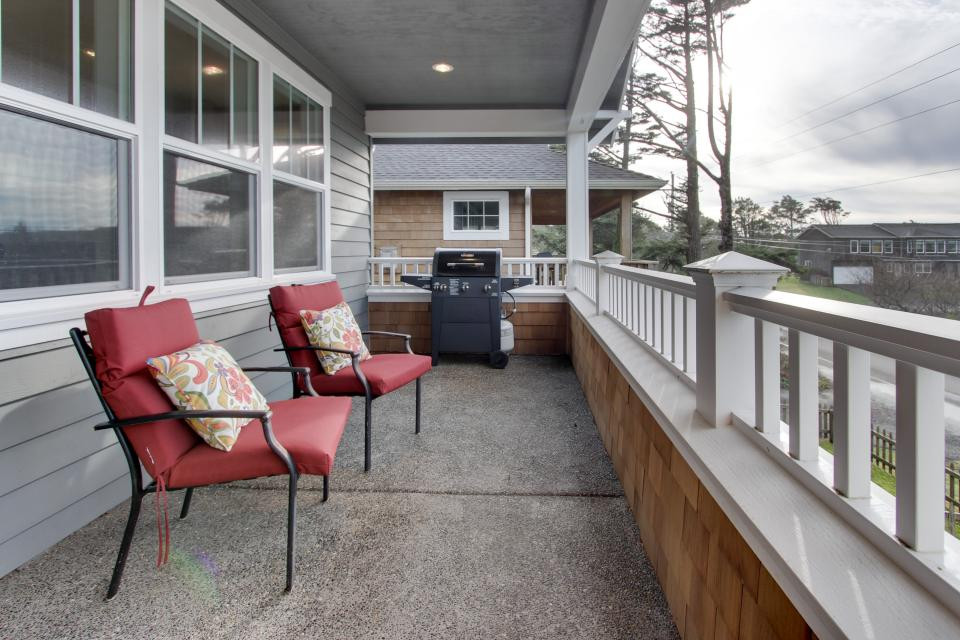 Happy-Ours Beach House - Cannon Beach Vacation Rental - Photo 3