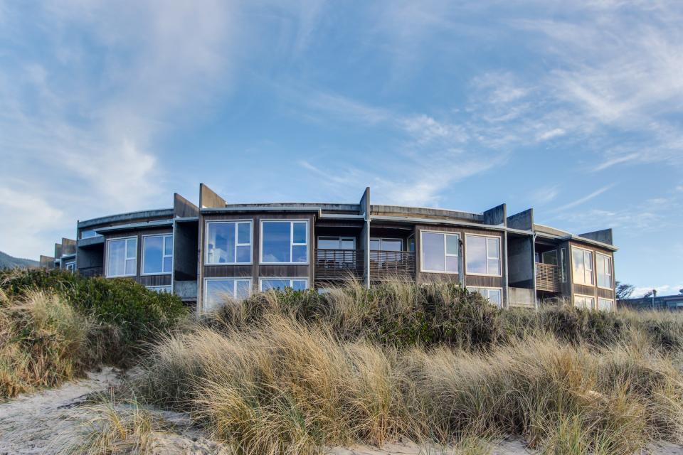 The Oyster Bay Condo #107 - Rockaway Beach Vacation Rental - Photo 4