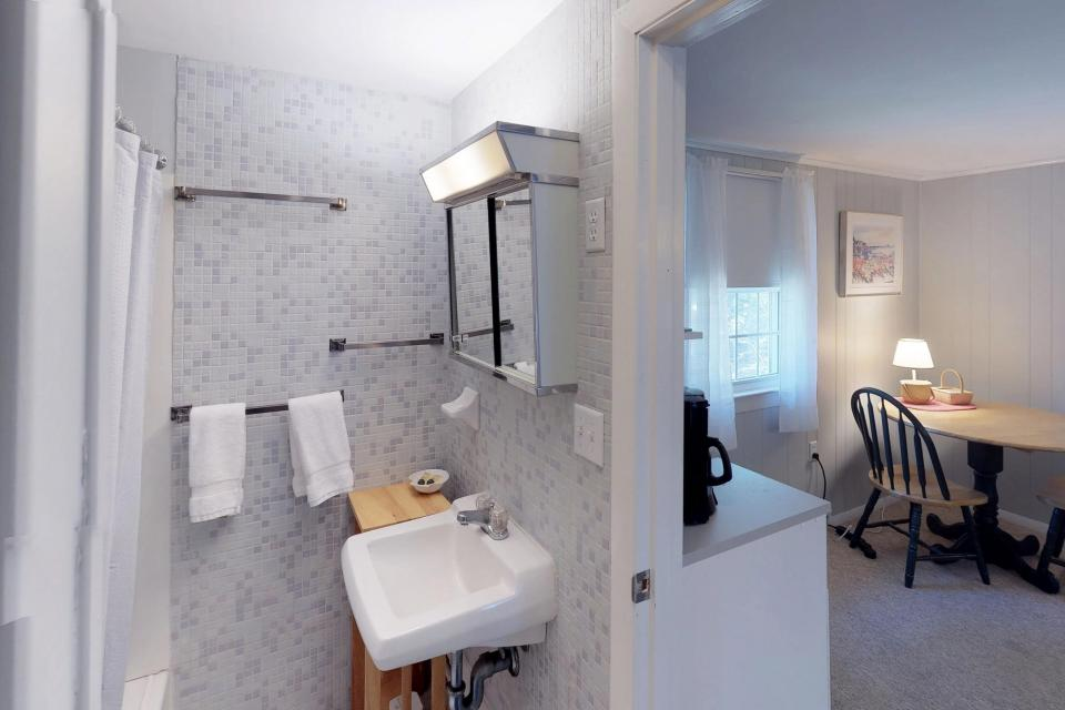 Beach Rose Guest Studio - Orleans Vacation Rental - Photo 10