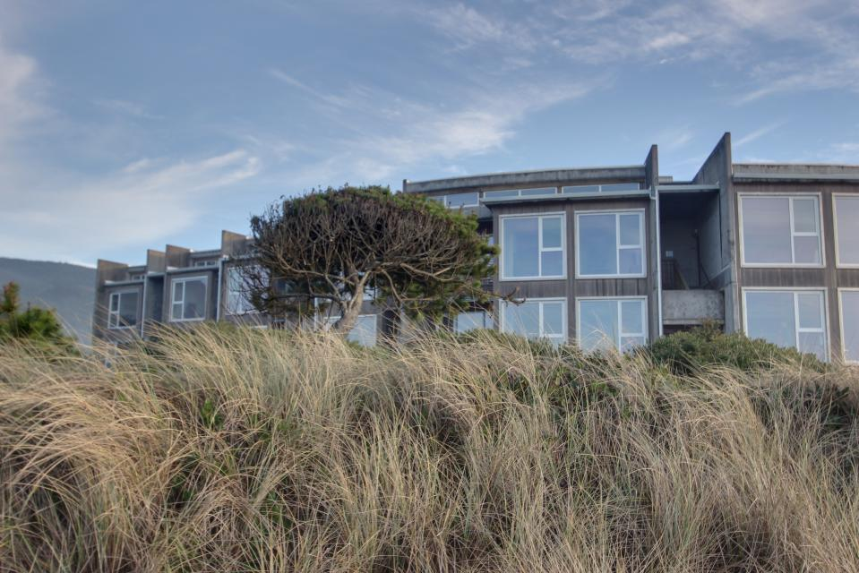 The Stonybrook Condo #108 - Rockaway Beach - Take a Virtual Tour