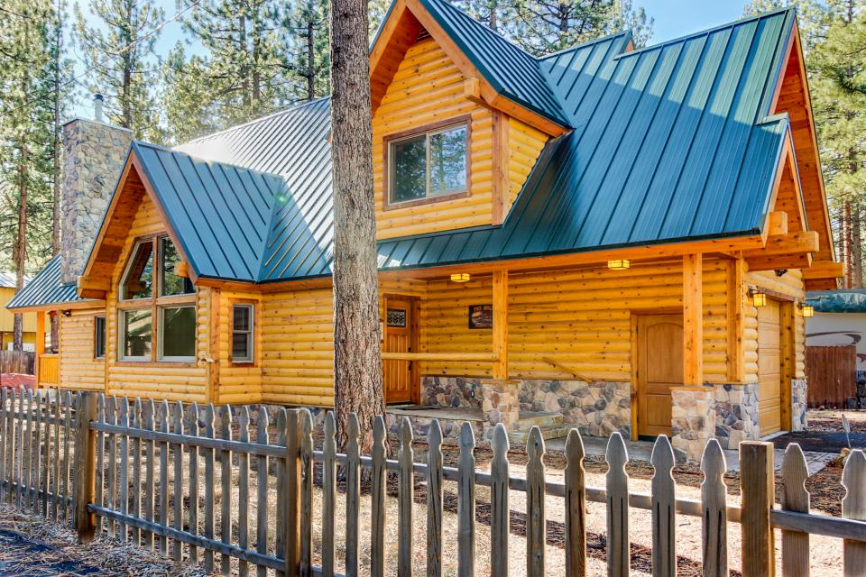 Beautiful deer cabin 4 bd vacation rental in south lake for Rent a cabin in lake tahoe ca
