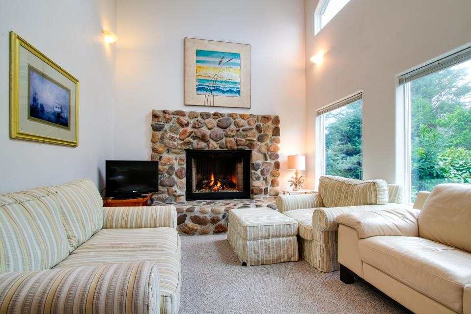 Taft Beach House - Lincoln City Vacation Rental - Photo 2