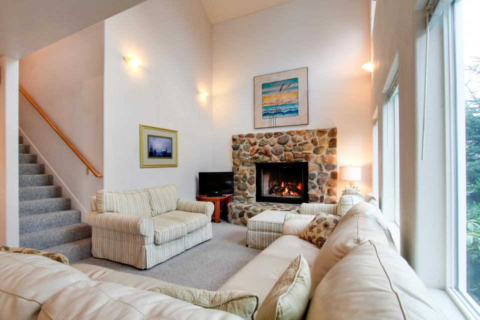 Taft Beach House - Lincoln City Vacation Rental - Photo 3