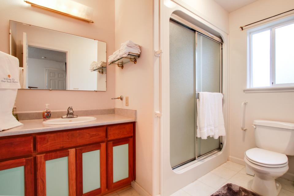 Taft Beach House - Lincoln City Vacation Rental - Photo 10