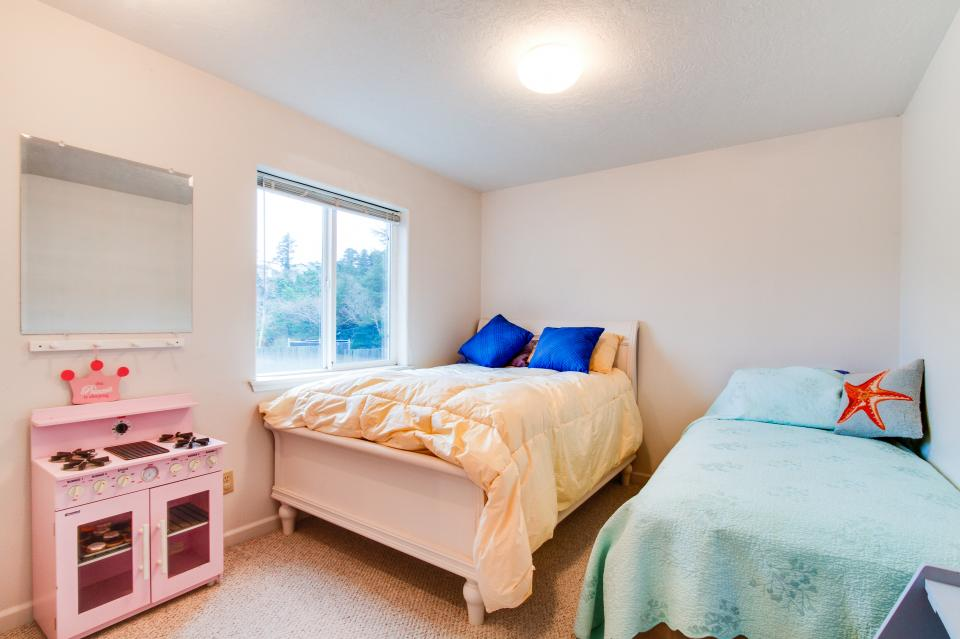 Taft Beach House - Lincoln City Vacation Rental - Photo 12