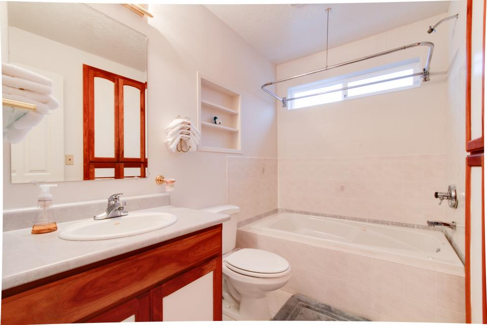 Taft Beach House - Lincoln City Vacation Rental - Photo 13