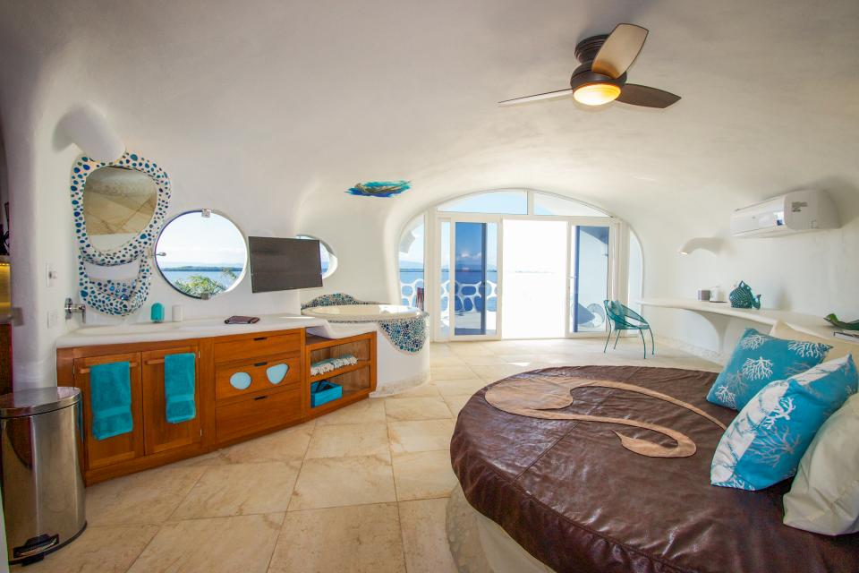 Shark Studio Retreat @ Swan Villas - Placencia - Take a Virtual Tour