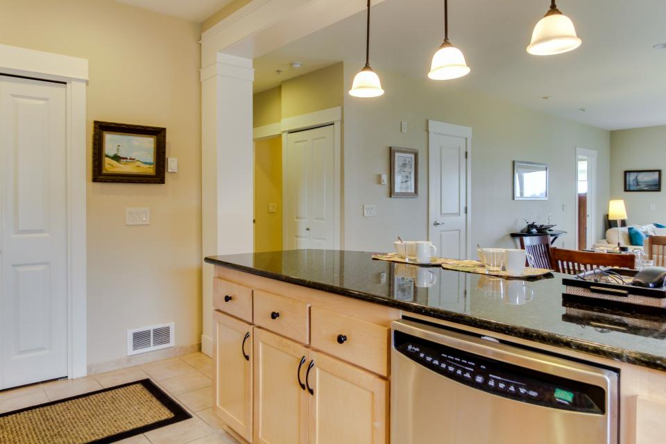 Lighthouse View at Shoreline Ridge - Newport Vacation Rental - Photo 10