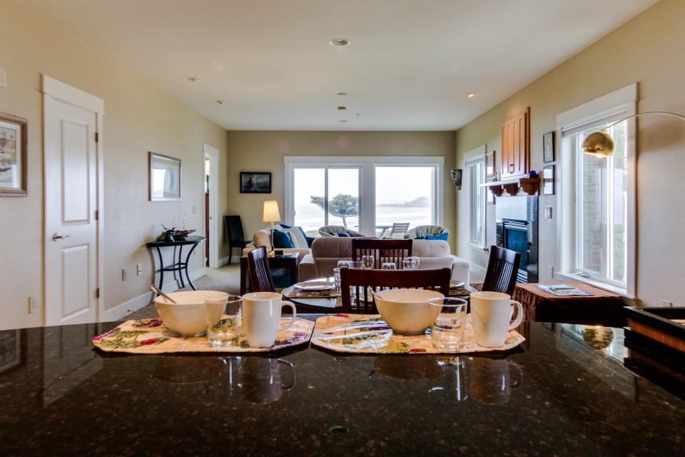 Lighthouse View at Shoreline Ridge - Newport Vacation Rental - Photo 11