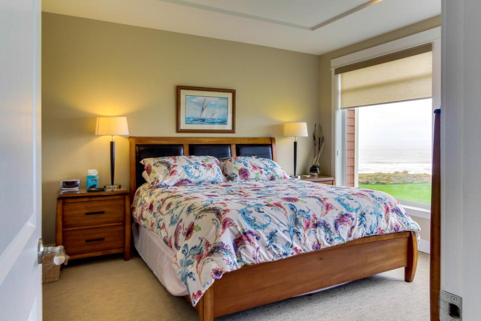 Lighthouse View at Shoreline Ridge - Newport Vacation Rental - Photo 14