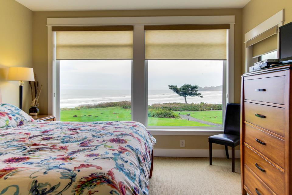 Lighthouse View at Shoreline Ridge - Newport Vacation Rental - Photo 13