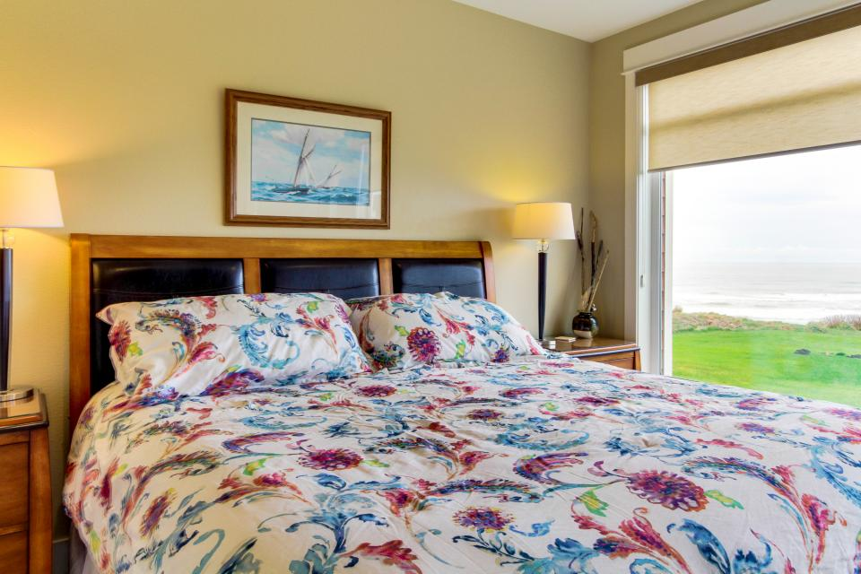 Lighthouse View at Shoreline Ridge - Newport Vacation Rental - Photo 12