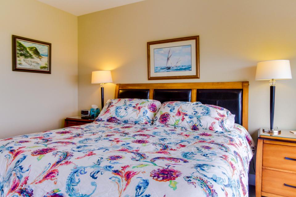 Lighthouse View at Shoreline Ridge - Newport Vacation Rental - Photo 25