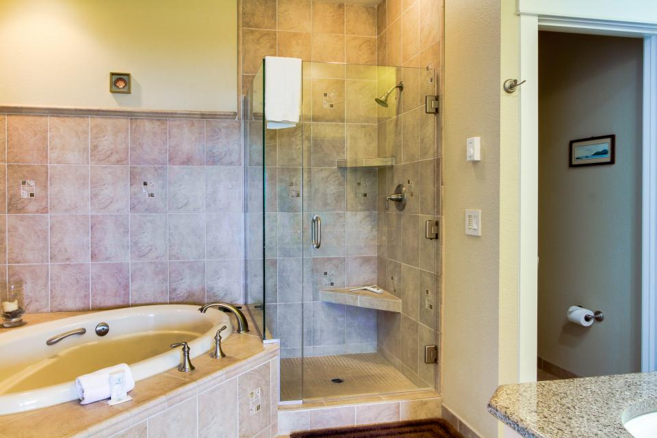 Lighthouse View at Shoreline Ridge - Newport Vacation Rental - Photo 15