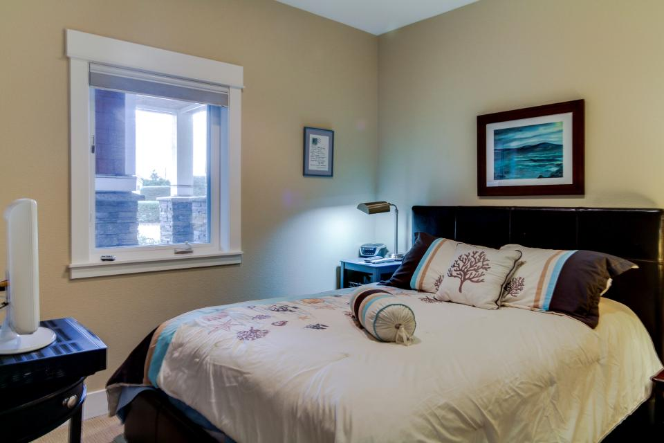 Lighthouse View at Shoreline Ridge - Newport Vacation Rental - Photo 17