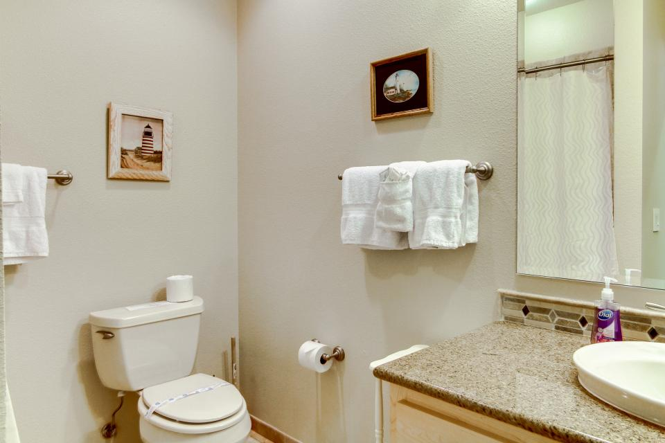 Lighthouse View at Shoreline Ridge - Newport Vacation Rental - Photo 19