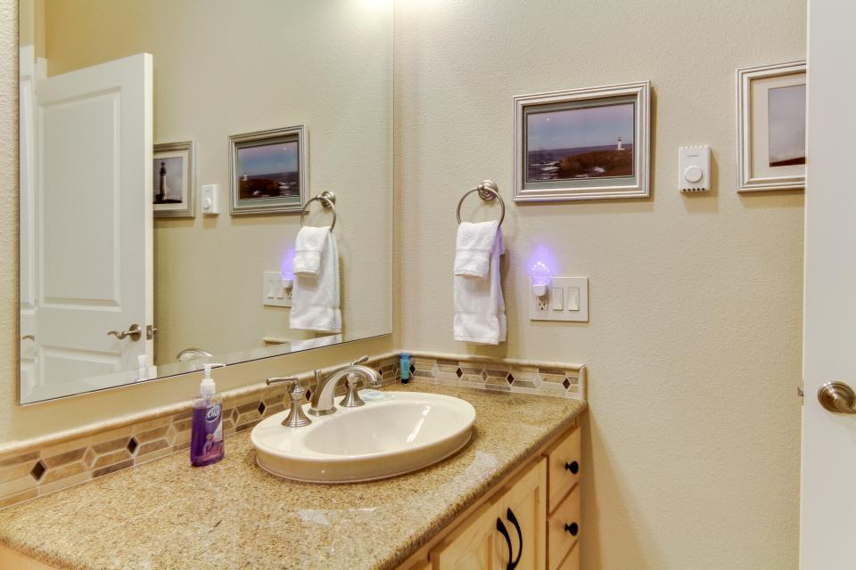 Lighthouse View at Shoreline Ridge - Newport Vacation Rental - Photo 29